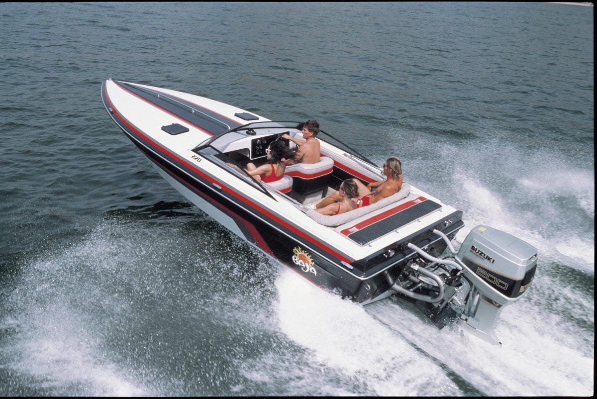 Powerboot met een DT 200 uit 1985