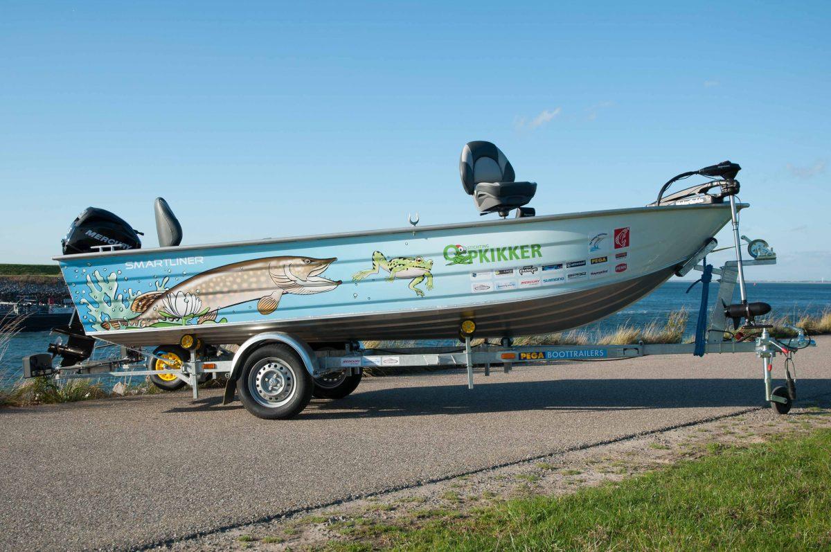 Boot gesponsord door Beekman Watersport aan stichting Opkikker