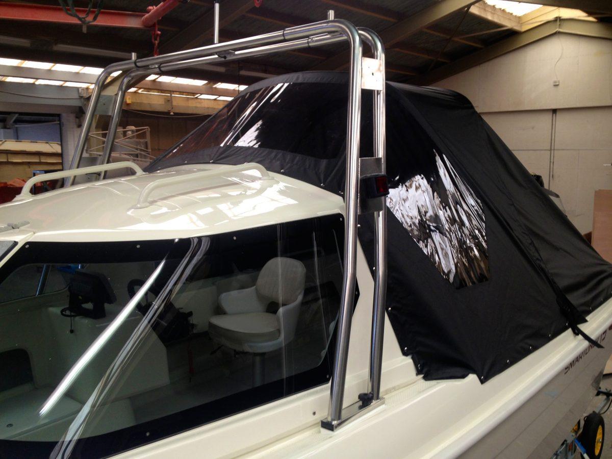 Radarbeugel en cabrioletkap op Smartliner Cuddy