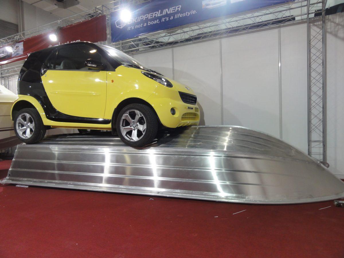 Smart op Smartliner tijdens Shanghai Boatshow